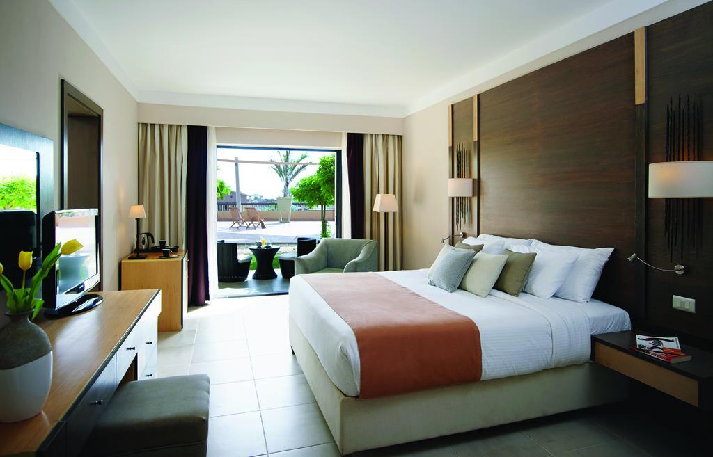 فندقCoral Sea Aqua Club Resort